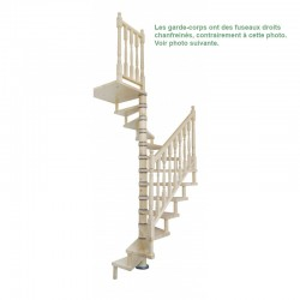 Escalier hélicoïdal en sapin avec palier et garde-corps